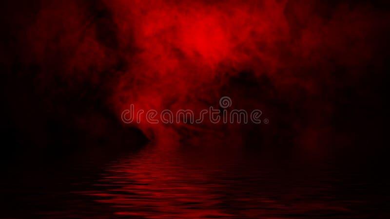 Humo rojo con la reflexi?n en agua La textura de la niebla del misterio sobrepone el fondo imágenes de archivo libres de regalías