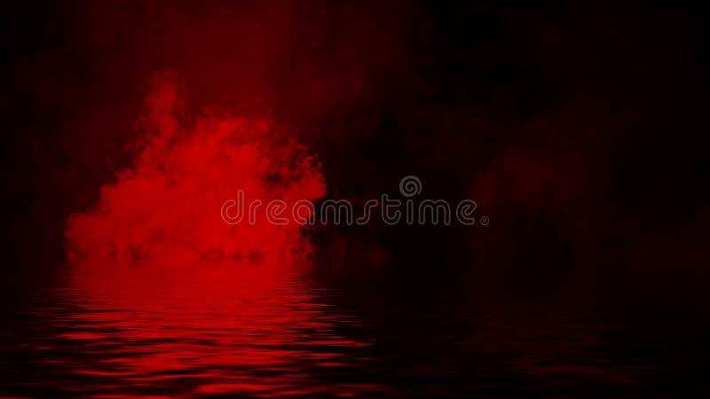Humo rojo con la reflexi?n en agua La textura de la niebla del misterio sobrepone el fondo foto de archivo