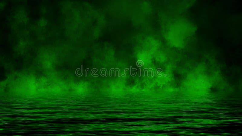 Humo verde con la reflexi?n en agua Fondo de la textura de la niebla del misterio Elemento del dise?o fotografía de archivo