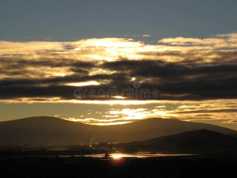 humor de oro 1 de la puesta del sol foto de archivo