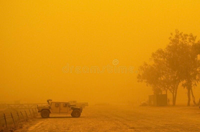 humvee burza piaskowa obraz stock