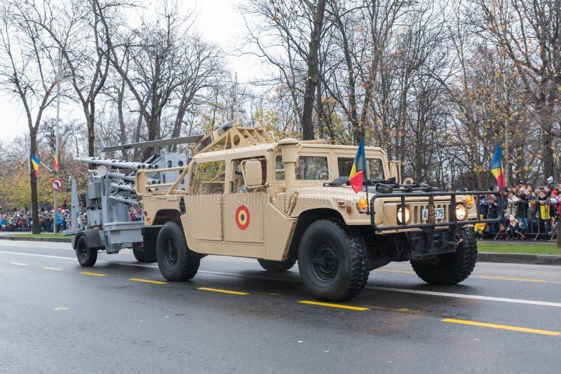 Humvee-rumänsk militär bil arkivbild