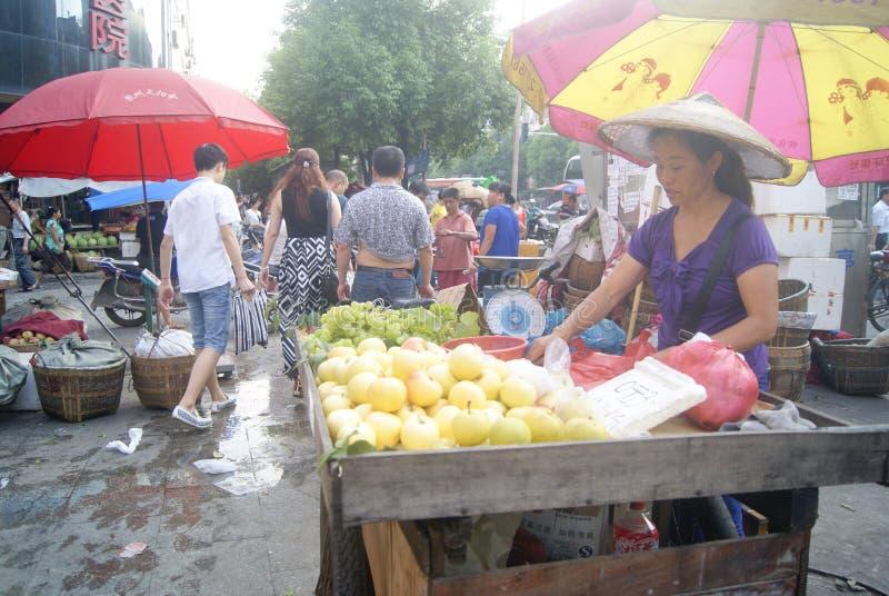 Hunan Huaihua, China: mercado de la fruta foto de archivo