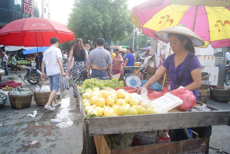 Hunan Huaihua, Kina: fruktmarknad arkivfoto