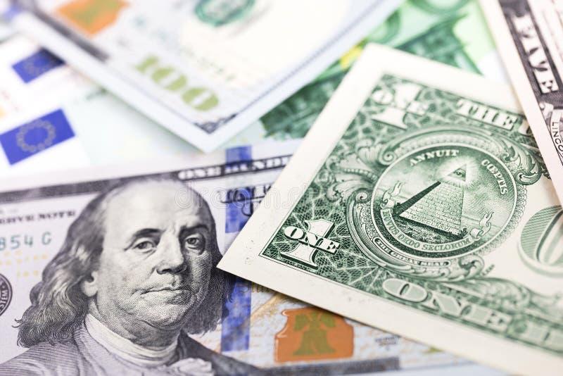 Hundert Dollar, Eurobanknoten und ein Dollar stockfotografie