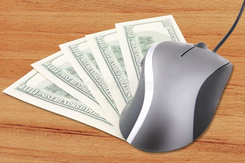 Hundert Dollarbanknoten- und -computermaus stockbild