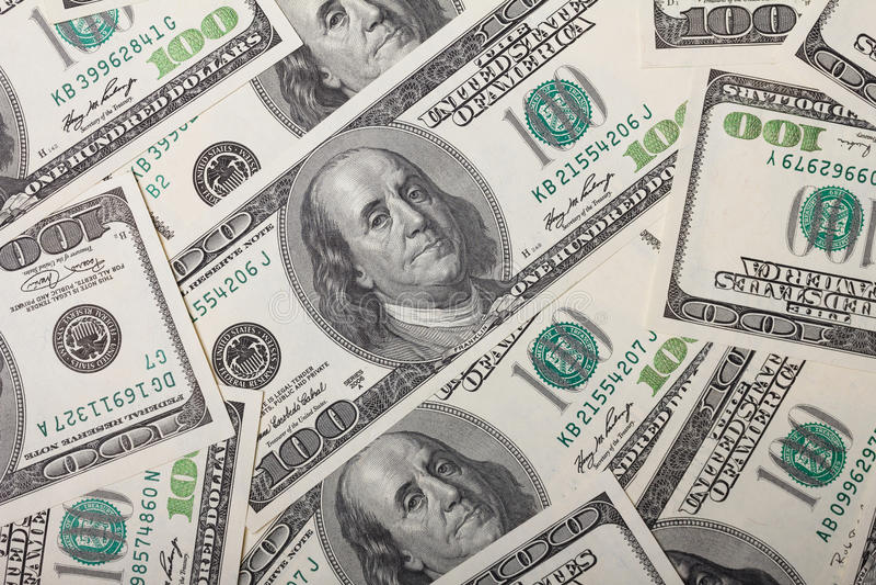 Hundert Dollarscheinstapel lizenzfreie stockbilder