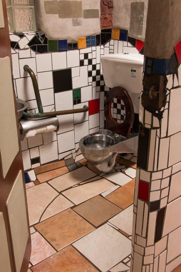Hundertwasser公共厕所kawakawa新西兰 库存照片