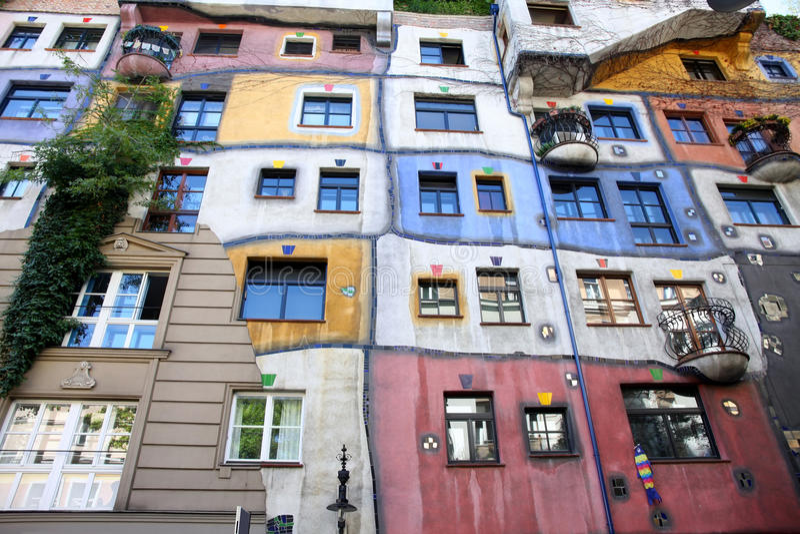 Hundertwasser hus i Wien, Österrike arkivbild
