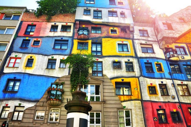 Download Hundertwasserhaus, Wien, Österreich Bunte Fassade Des Hauses Mit  Sonnenlicht Stockfoto   Bild Von