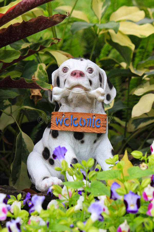 Hundestatuenwillkommen lizenzfreies stockfoto