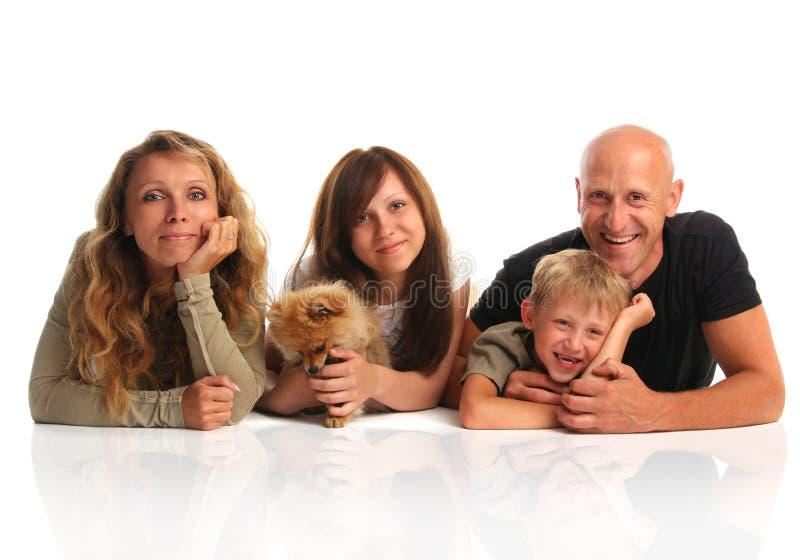 hundfamiljlycka arkivbild