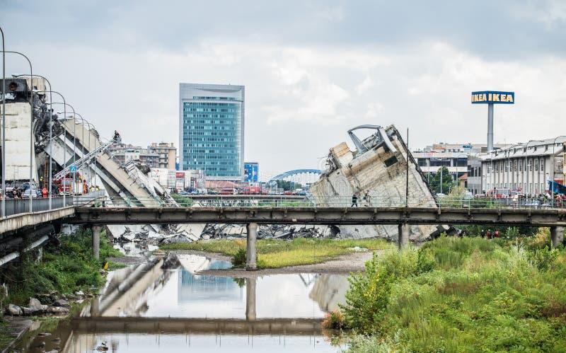 Hundimiento del puente de Morandi en Génova, Italia imagenes de archivo