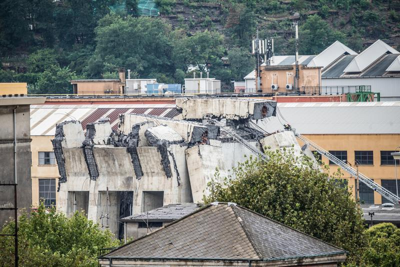 Hundimiento del puente de Morandi en Génova, Italia imagen de archivo