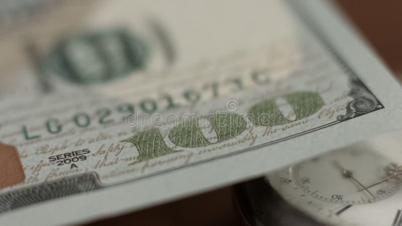 Hundra dollarräkning, komplott och finansiella system, kassa och bankrörelsen royaltyfria bilder