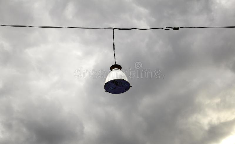 Light bulbs on roof. Hung ceiling light bulbs, lighting and decoration system, interior, background, lamp, energy, design, roof, industrial, hanging, shiny royalty free stock photography