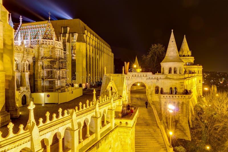 hungar όψη νύχτας s ψαράδων της Βουδαπέστης προμαχώνων στοκ φωτογραφία με δικαίωμα ελεύθερης χρήσης