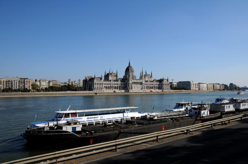 Download The Hungarian Parliament On The Danube Editorial Photo - Image: 21762321