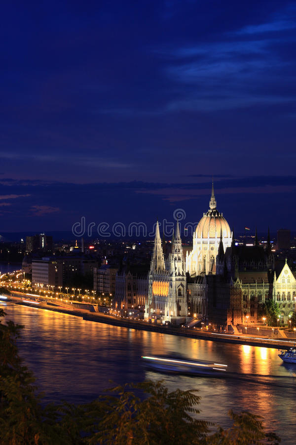 Download The Hungarian Parliament At Night Stock Image - Image: 10123095