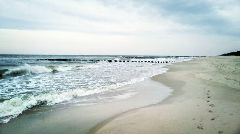 Hungriga baltiska vågor arkivfoto