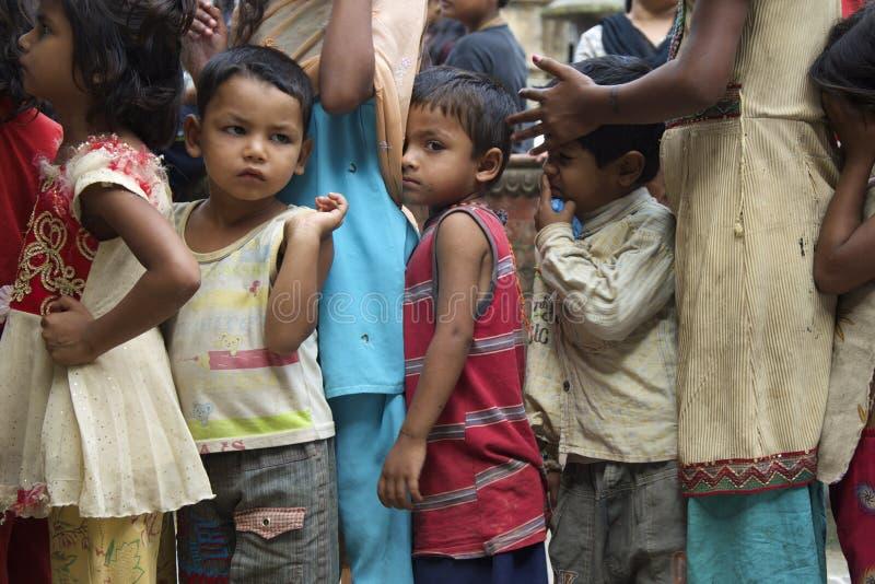 Hungriga nepalesiska barn royaltyfri foto