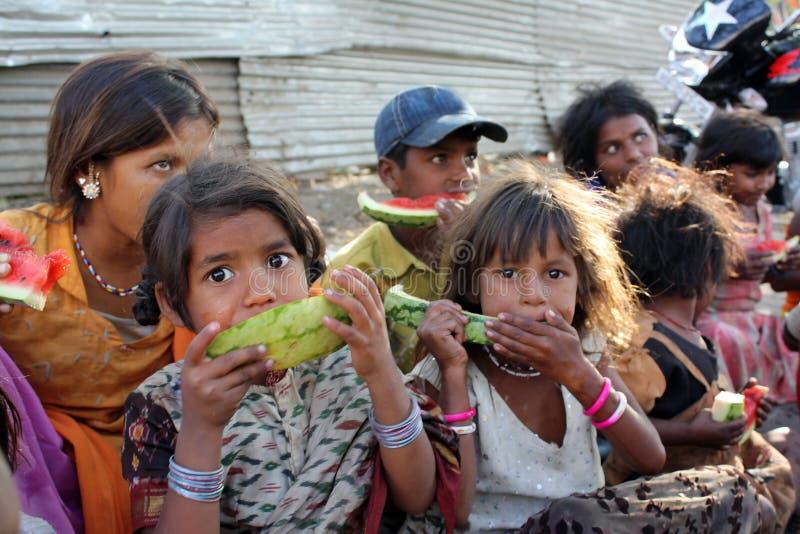 hungriga poor för barn fotografering för bildbyråer