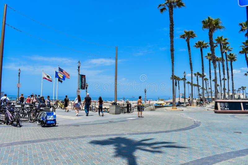 7-8-18 Huntington Beach, Ca en un día asoleado foto de archivo