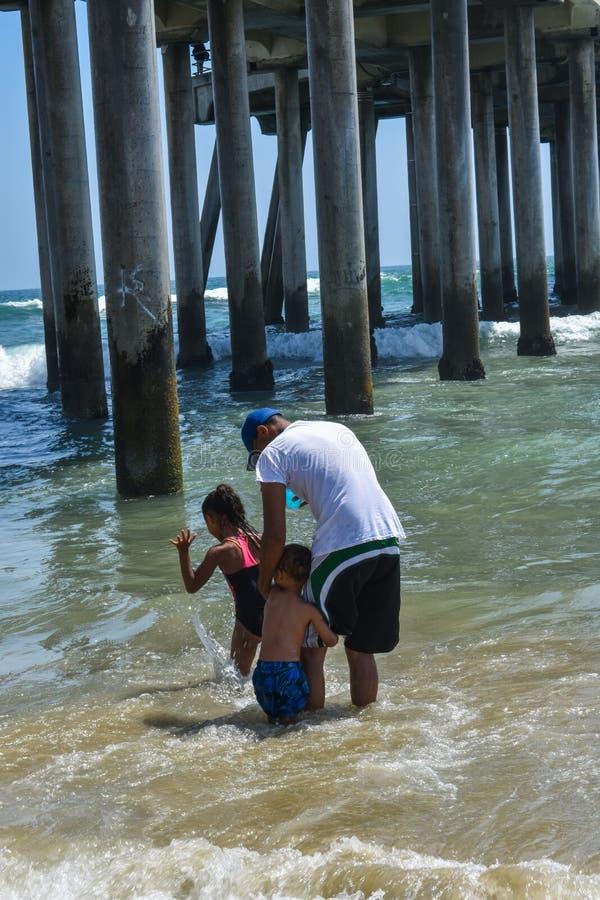7-8-18 Huntington Beach, Ca un jour ensoleillé photographie stock libre de droits
