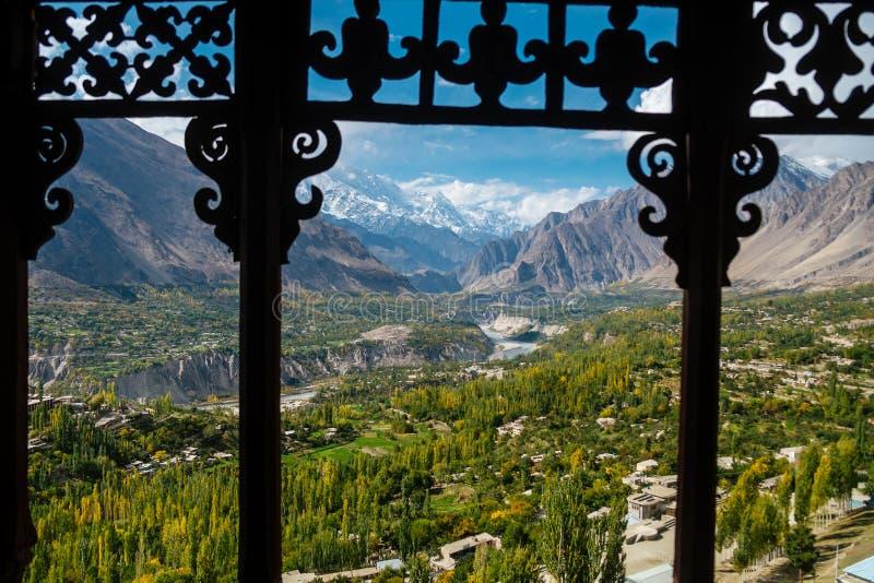 Hunza Nagar dolinny widok od Baltit fortu z widokiem Karakoram pasma górskiego Gilgit baltistan, Pakistan fotografia royalty free