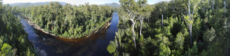 huonpanoramaflod tasmania fotografering för bildbyråer