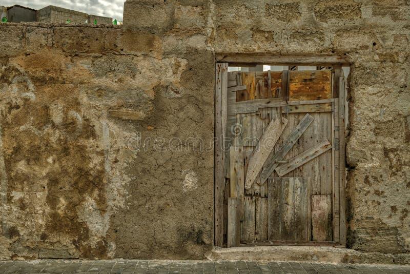 Hur man definierar gamla dörrar royaltyfri bild
