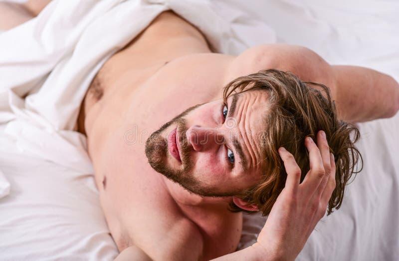 Hur man får upp i ny morgonkänsla r Spetsar på hur man vaknar upp mening nytt och driftigt Morgon arkivfoto