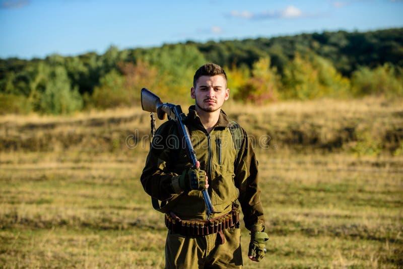 Hur vändjakt in i hobby Miljö för grabbjaktnatur Manlig hobbyaktivitet Jaktsäsong Erfarenhet och arkivfoton