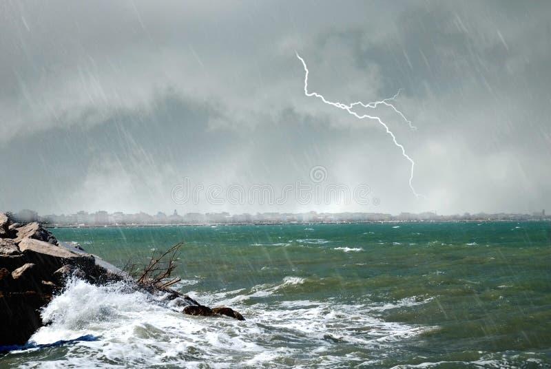 Huracán en el mar foto de archivo
