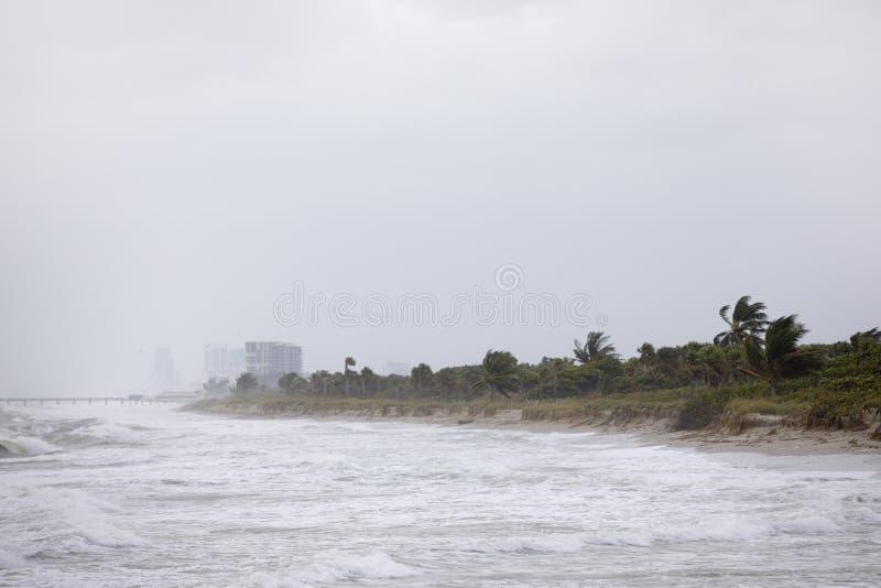 Huracán en la playa imagenes de archivo