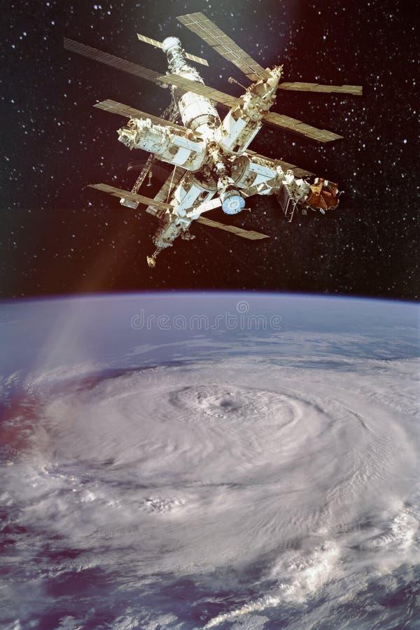Huracán gigante visto del espacio y del iss arriba fotografía de archivo libre de regalías