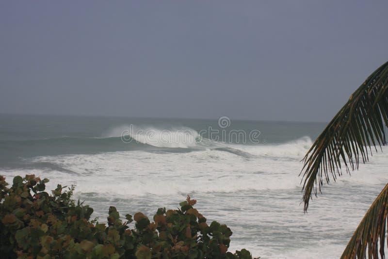 Huracán Irma Rincon, Puerto Rico 2017 de la playa de las bóvedas foto de archivo
