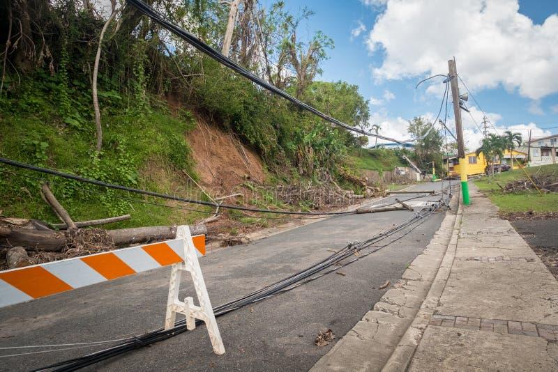 Huracán Maria y Puerto Rico - líneas eléctricas rotas imagen de archivo