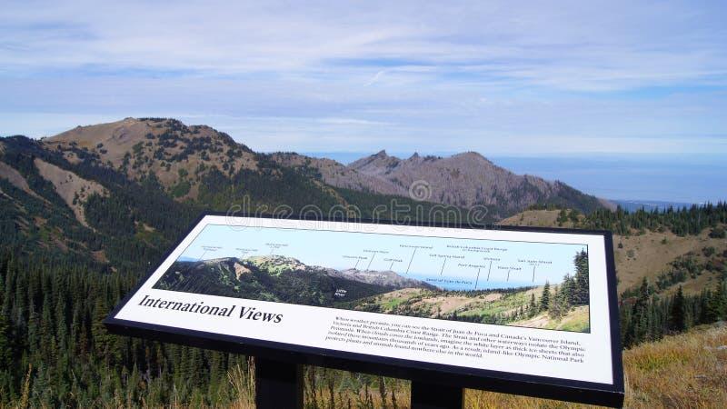 Huracán Ridge, parque nacional olímpico, WASHINGTON los E.E.U.U. - octubre de 2014: Una opinión panorámica sobre las montañas de  imagen de archivo
