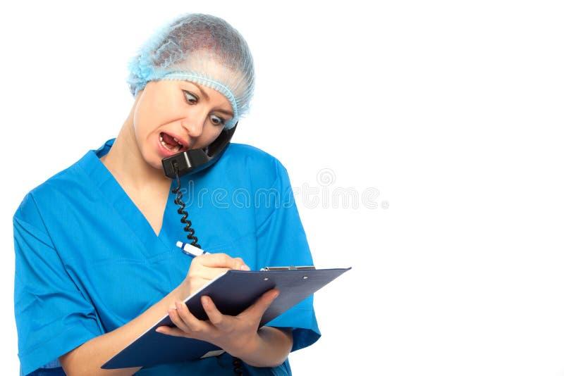 Hurlements étonnés de médecin photos stock