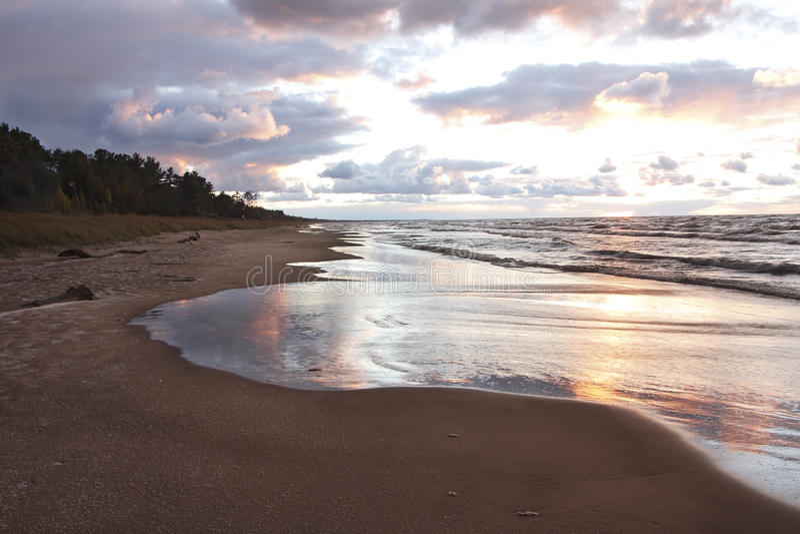 Huron λιμνών παραλία μετά από μια θύελλα στοκ φωτογραφίες