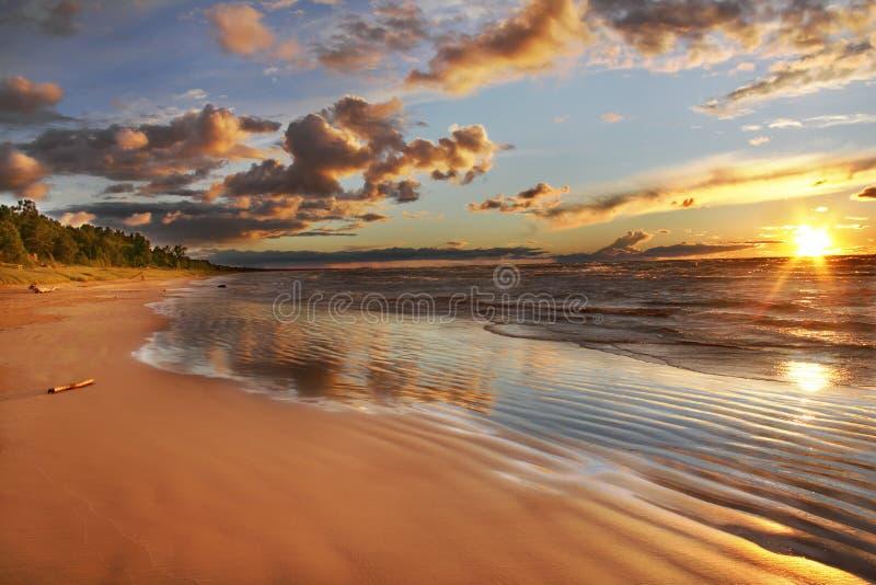 Huron λιμνών παραλία στο ηλιοβασίλεμα στοκ φωτογραφία με δικαίωμα ελεύθερης χρήσης