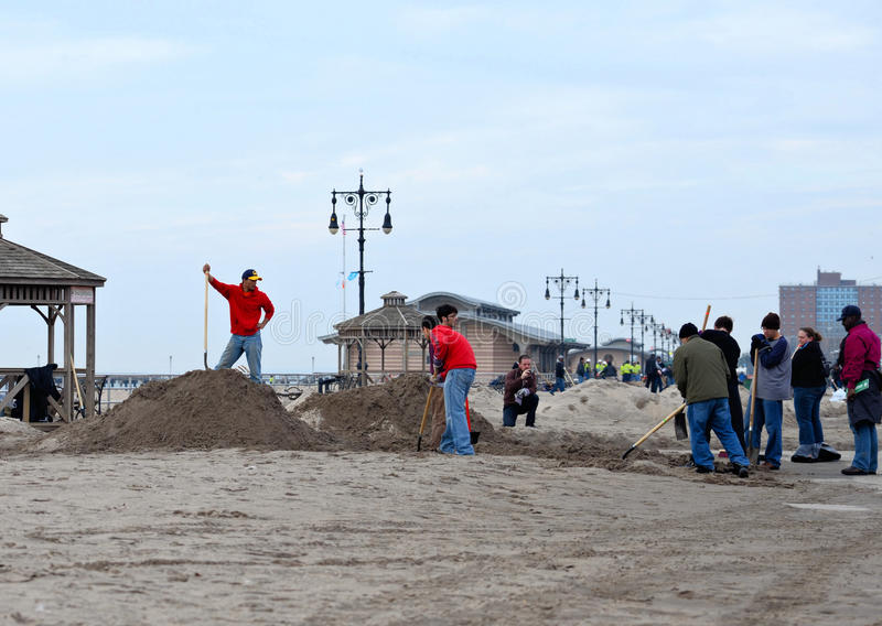 Hurricane Sandys Aftermath. Volunteers turned out Saturday for a citywide Day of Service to help some of the hardest hit areas in the Sandy recovery effort stock photo