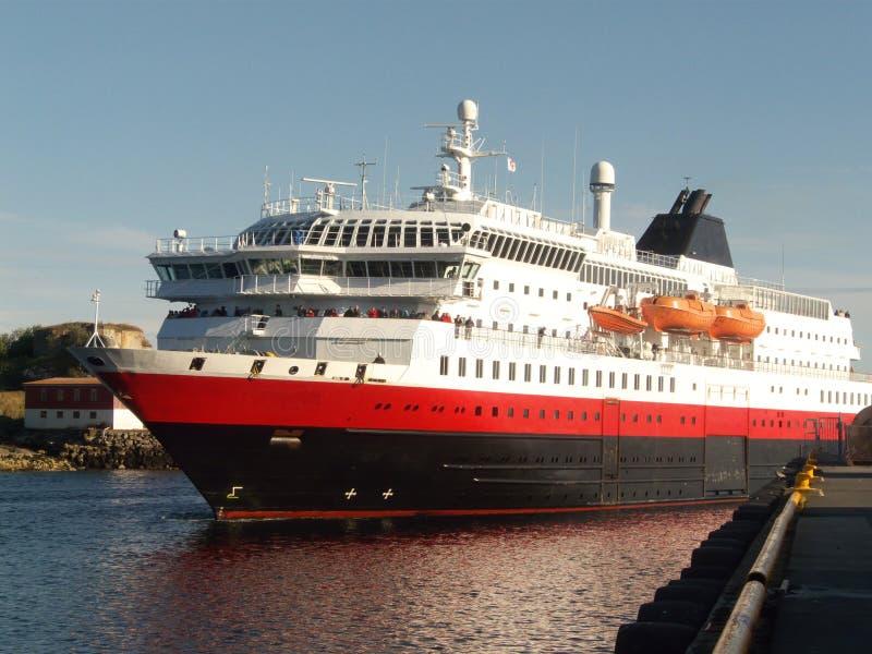 Hurtigruten in Lofoten lizenzfreie stockfotos