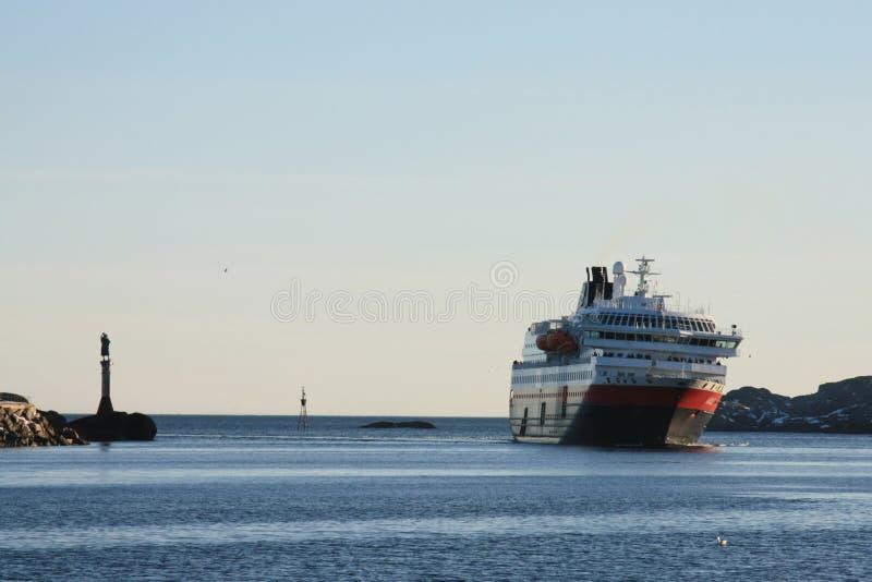 Hurtigruten in Svolvaer stockfotos