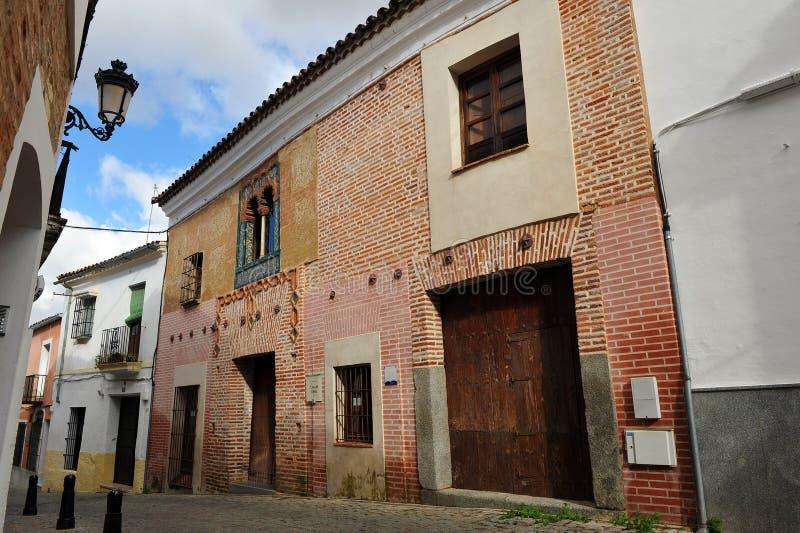 Hus av det spröjsade fönstret, Casa del Ajimez, Zafra, landskap av Badajoz, Extremadura, Spanien arkivfoto