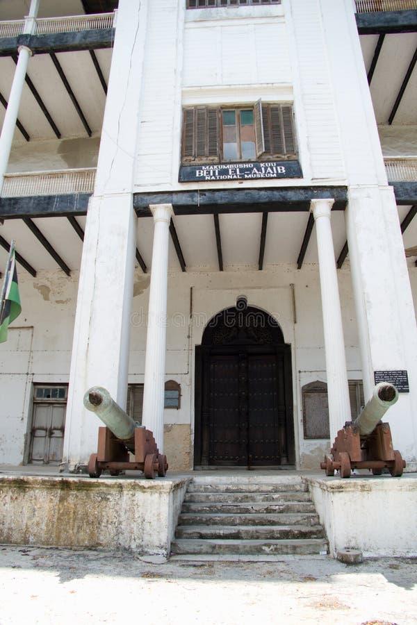 Hus av historisk bulding för under i zanzibar stenstad fotografering för bildbyråer