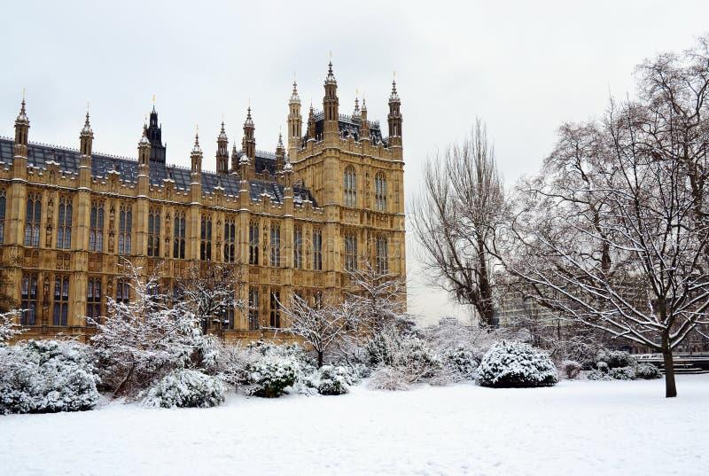 Hus av parlamentet & snow, London arkivbilder
