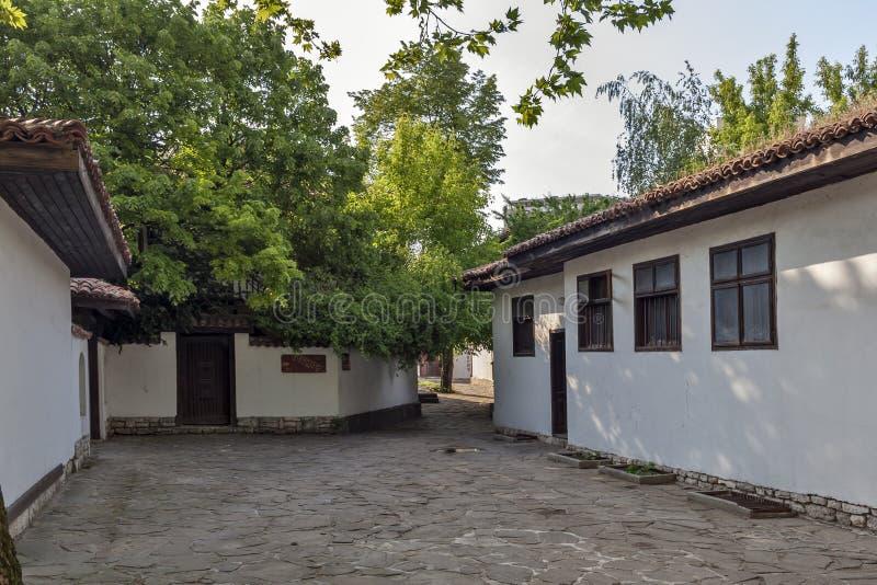 Hus av ?rhundradet f?r th 19 p? den gamla staden p? mitten av staden av Dobrich, Bulgarien fotografering för bildbyråer