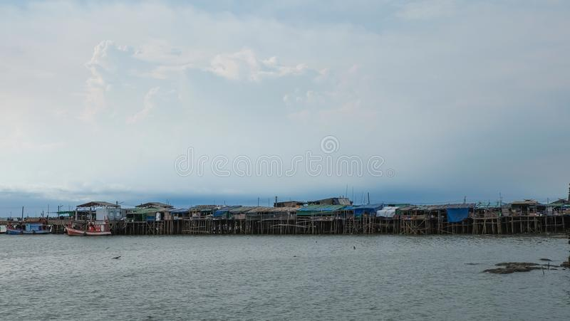 Hus bredvid hamn arkivfoton